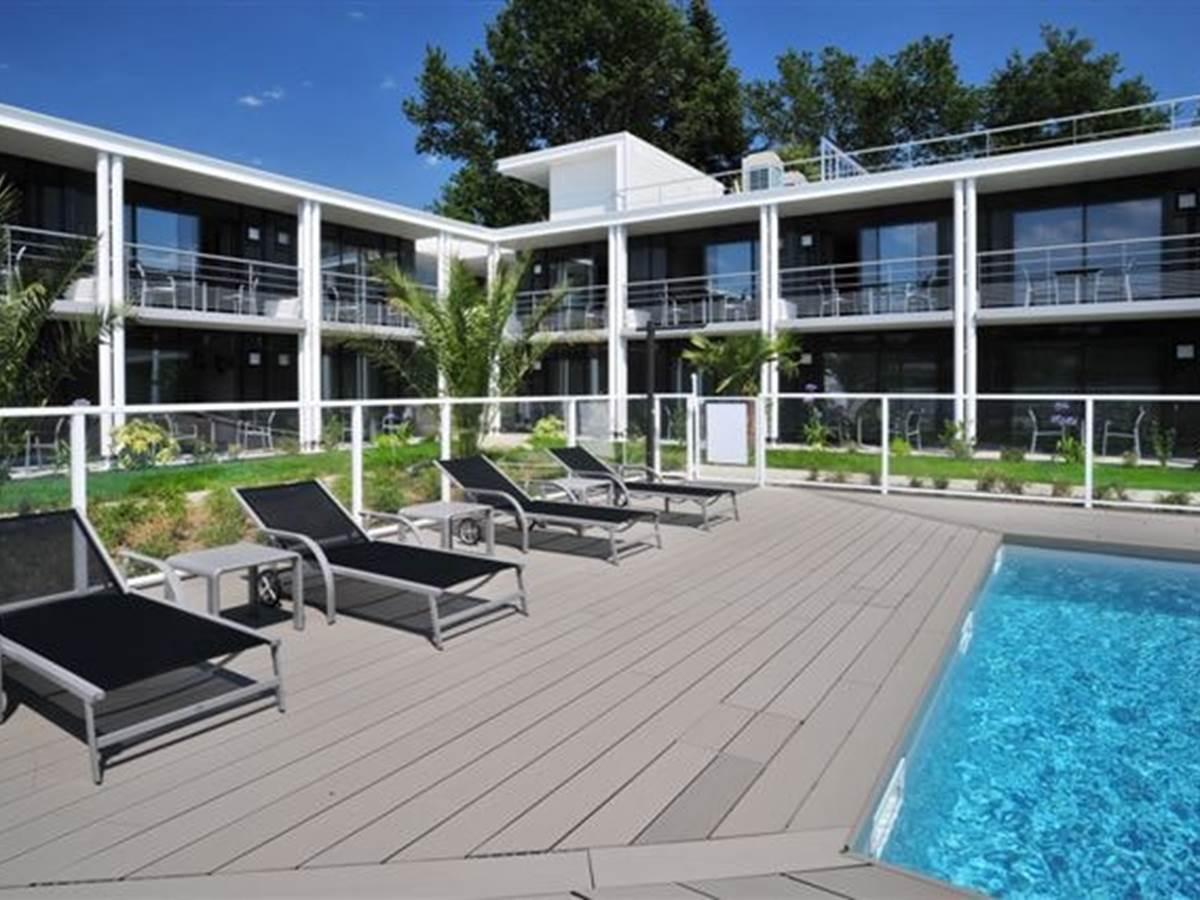 Hotel Eden Park Pau-Bizanos Vue des chambres sur piscine hotel