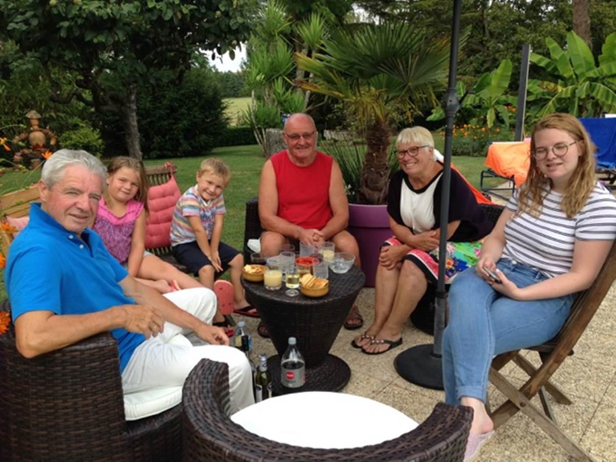 Des Hôtes Alain et sa petite famille