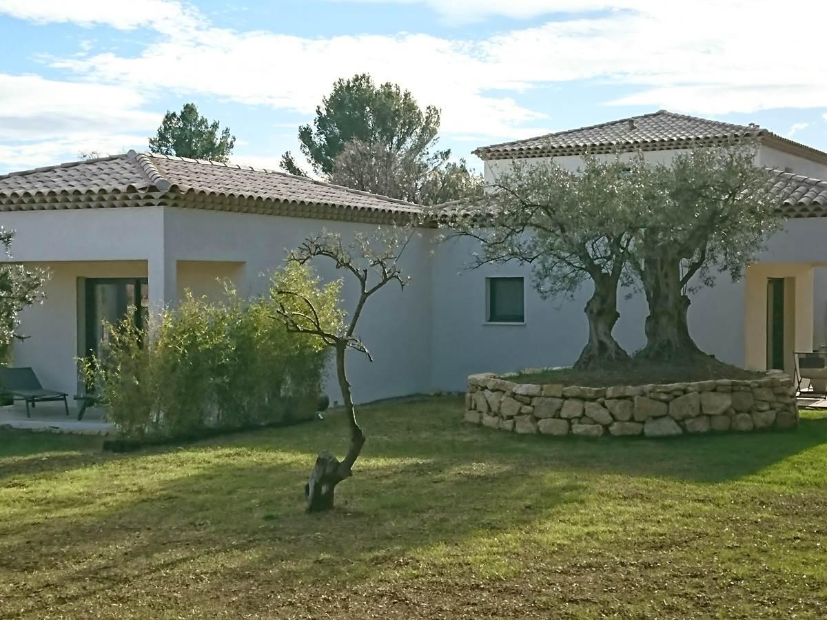vue ensemble chambre hotes la villa aux oliviers flayosc var provence draguignan salernes lorgues verdon thoronet mer tourtour