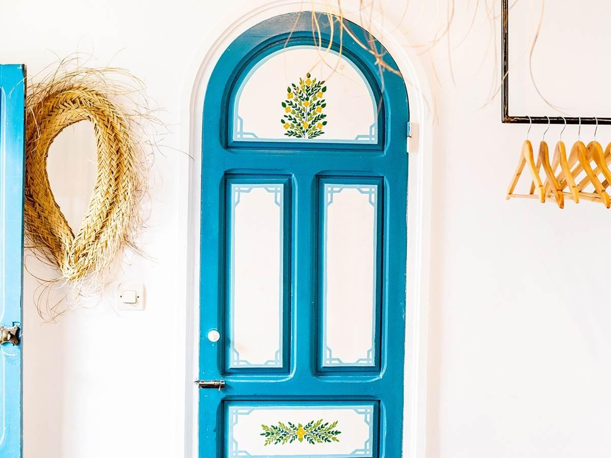 Porte peinte à la main