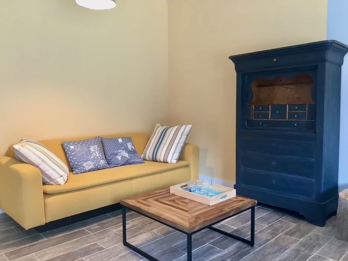 Espace salon avec canapé de lecture