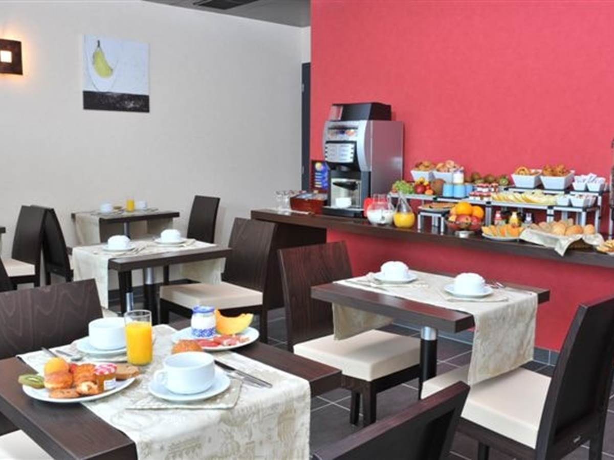Hotel Eden Park Pau-Bizanos Salle de petit-déjeuner hotel