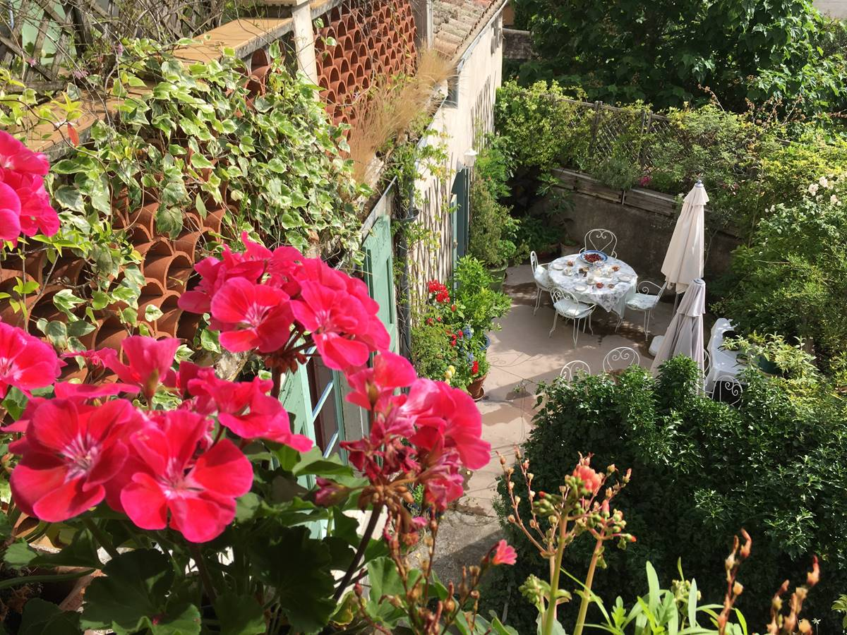 terrasse des petits-déjeuners et des dîners aux Asphodèles