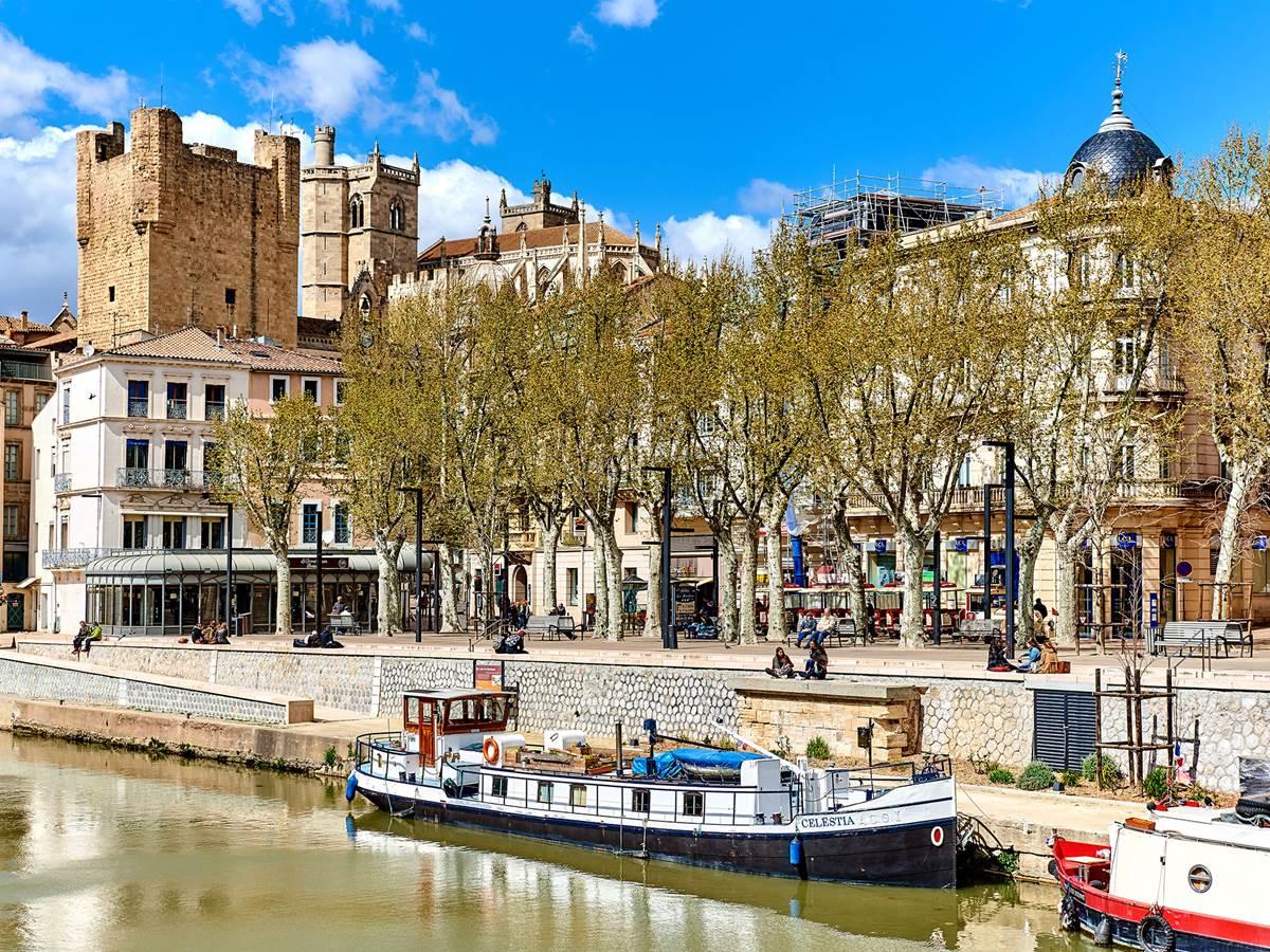 Le Canal de la Robine, la Cathédral de Saint-Just et Saint-Pasteur