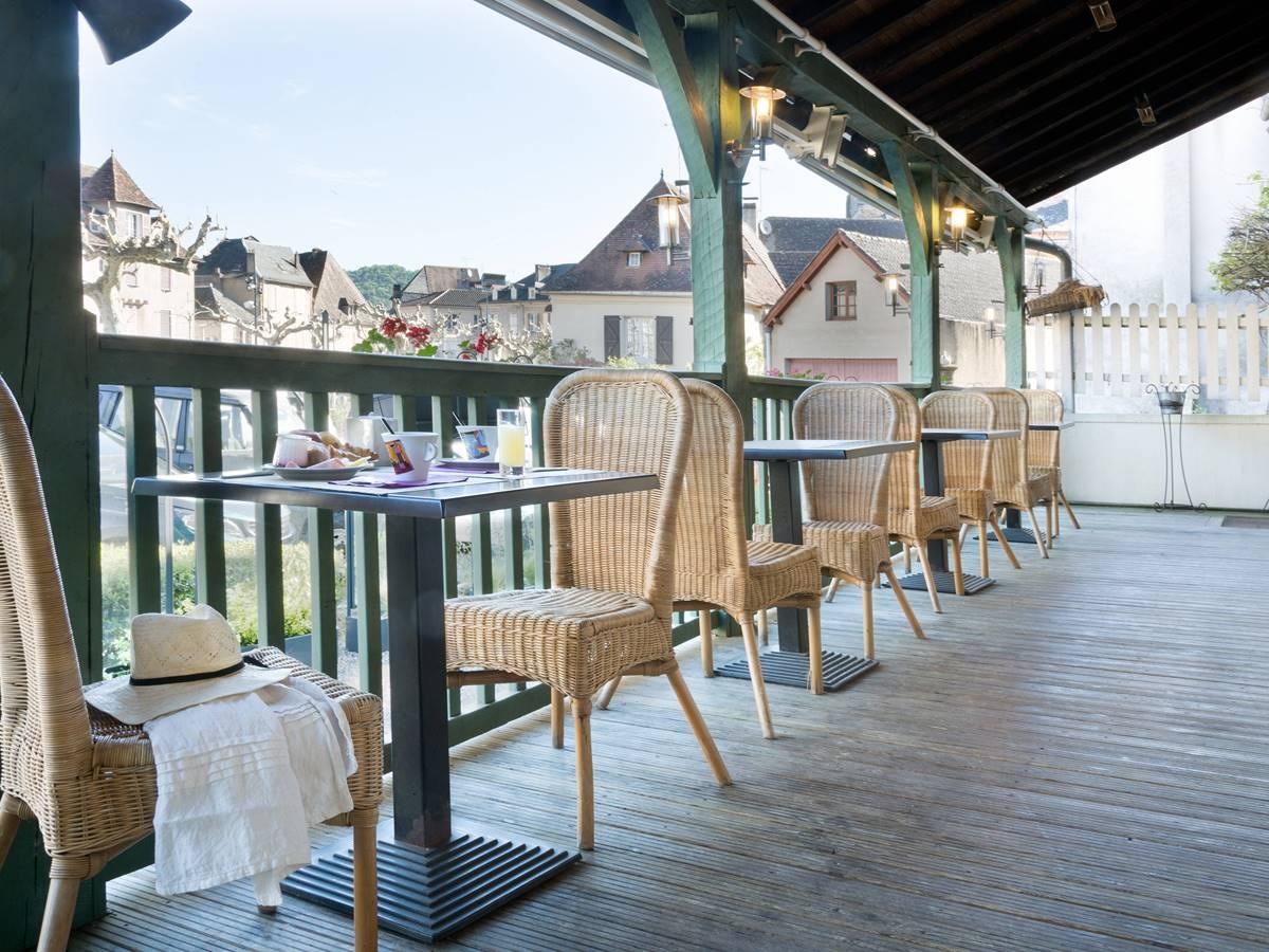 La terrasse Relais de Vellinus Hôtel Beaulieu sur Dordogne
