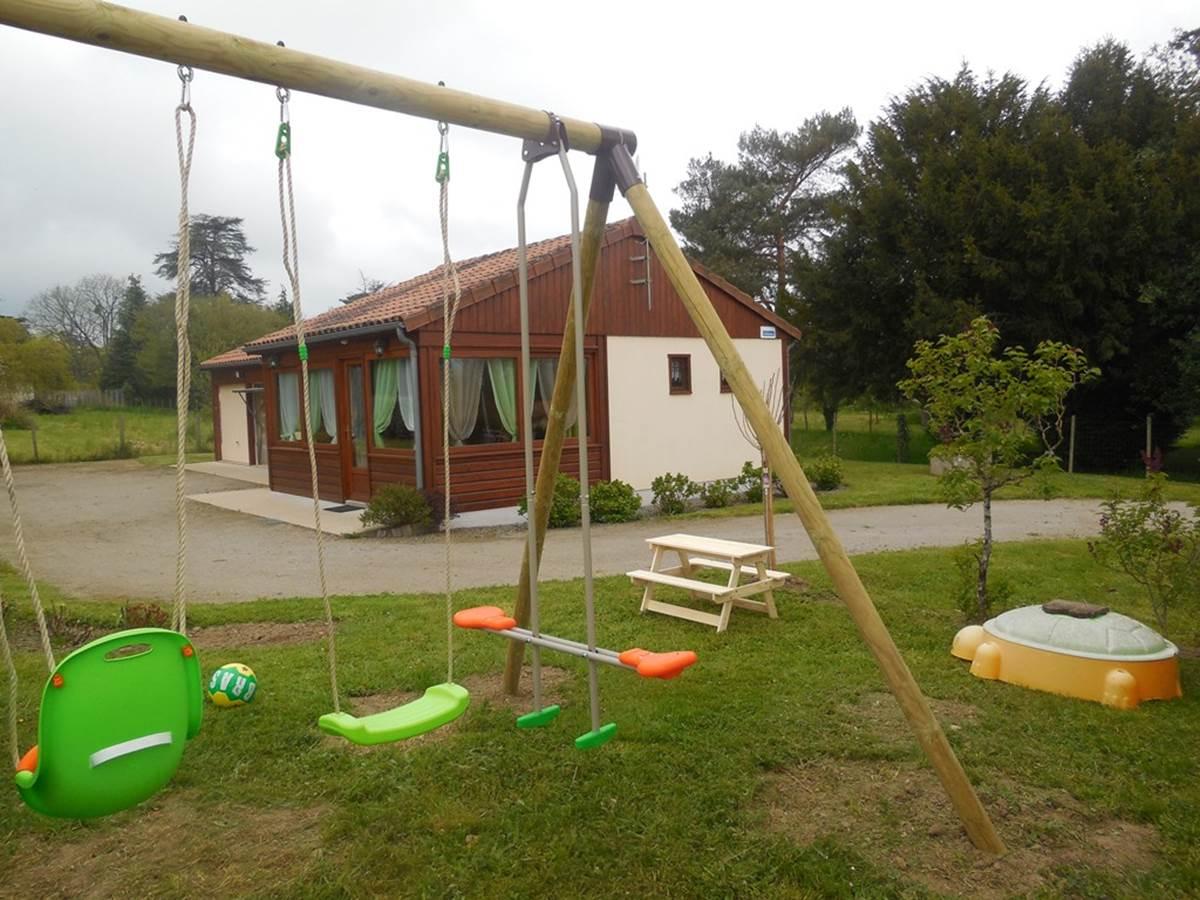 Gîte Les rosiers Arnac-La-Poste, espace enfant