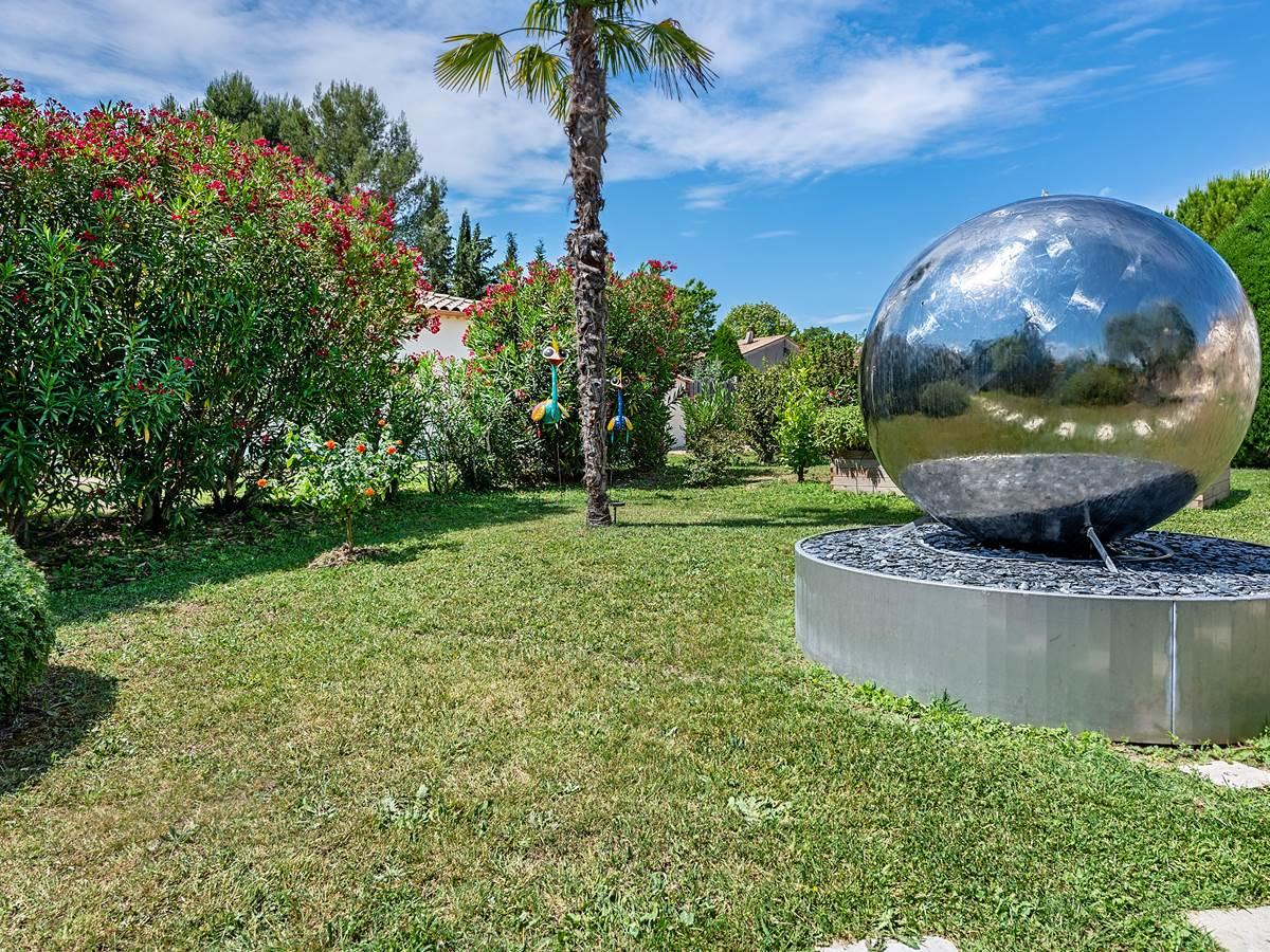 Fontaine-Jardin-Casa-Dina