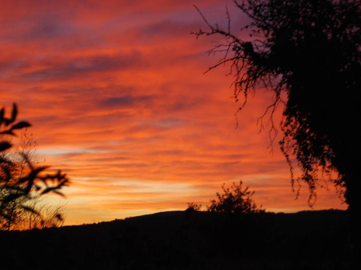 couché de soleil vu de la Salle de Restaurant au Ranch des Lacs 87120