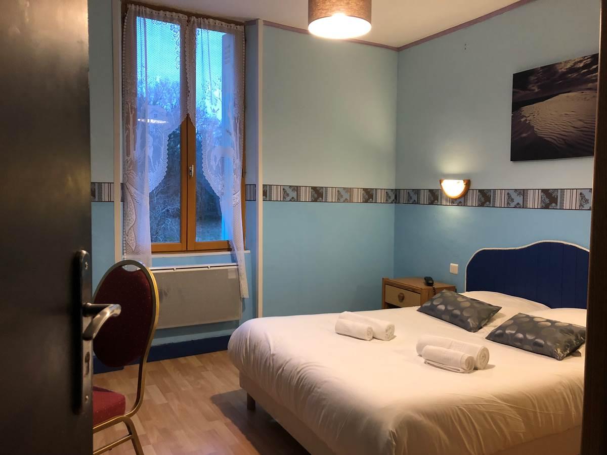 chambre double batisse cour, au 2ème étage, vue sur la cour intérieure et la campagne