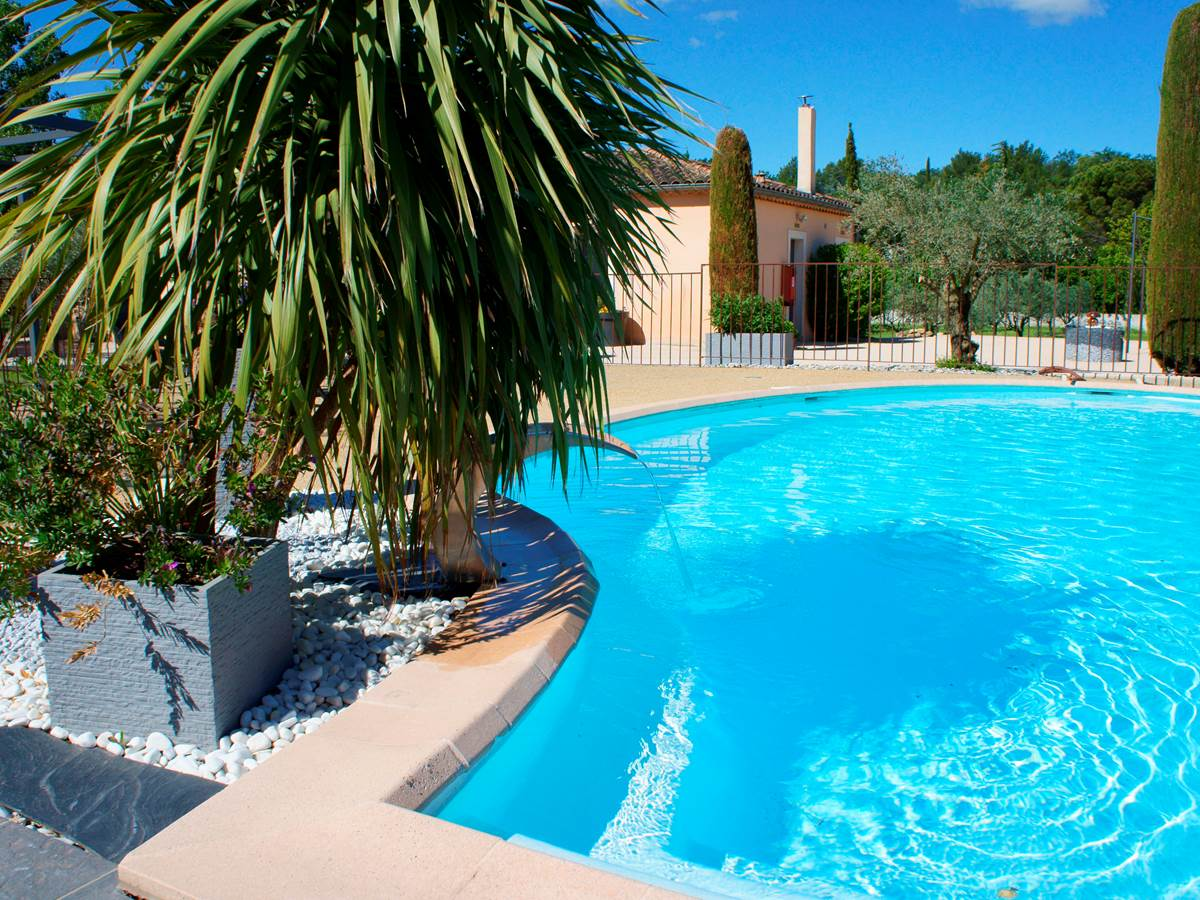 Piscine hotel residence les peupliers loriol du comtat provence