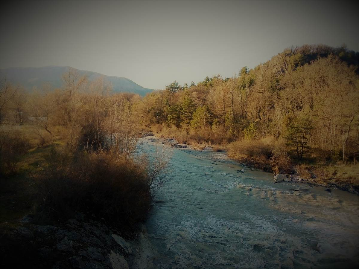 Le camping est situé à 5 minutes à pied de la rivière drôme. Idéal pour se rafraîchir ou se balader !