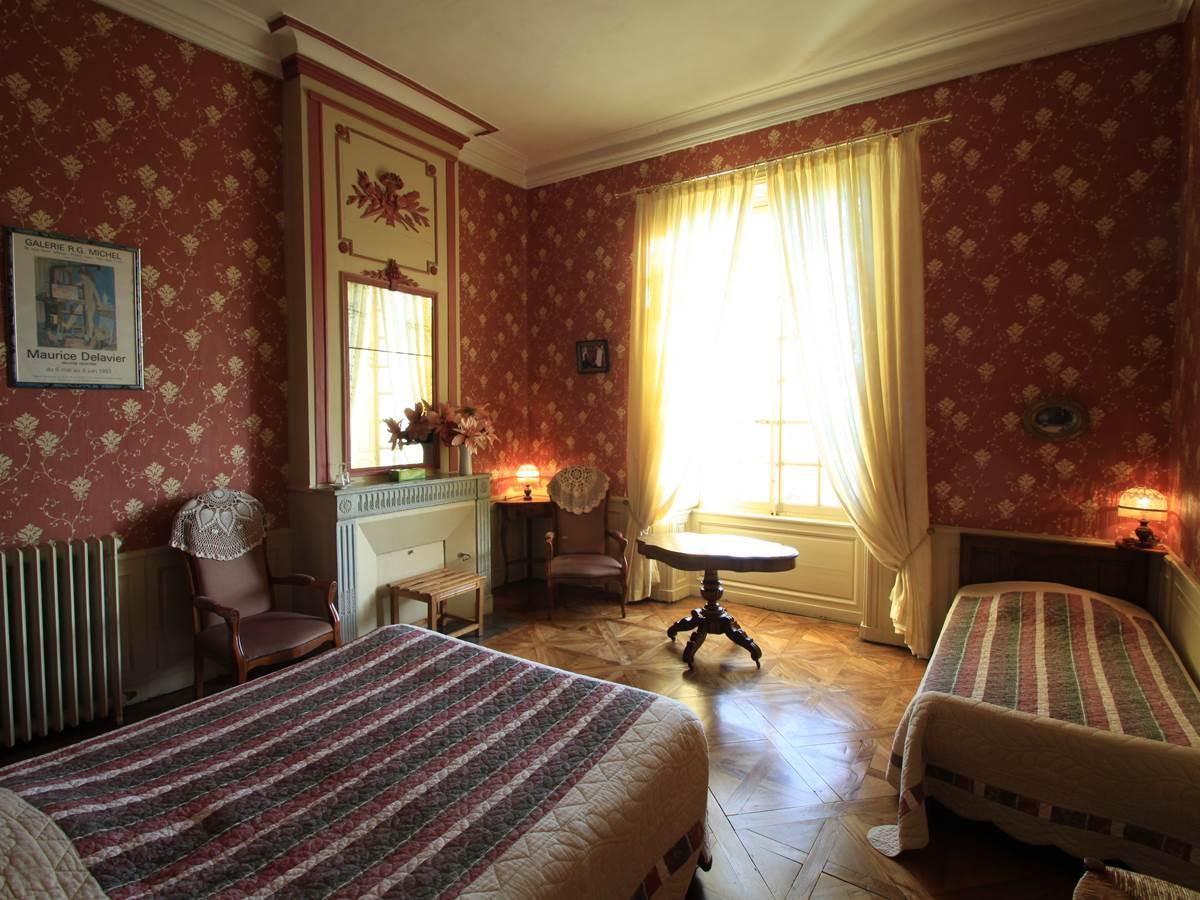 Delavier chambre avec  parquet  salle de bain privée vues sur jardin