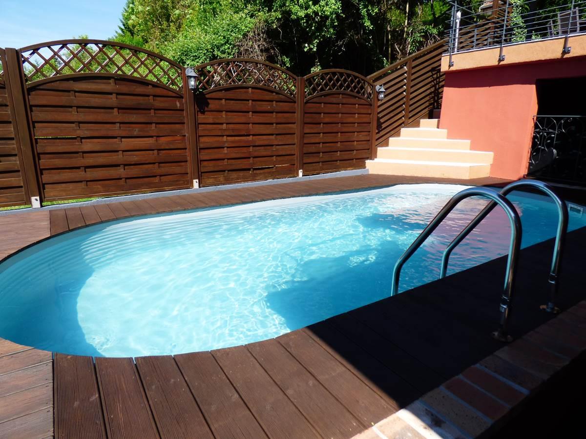 Vue piscine 3 Chambres d'Hôtes La Colline aux Yeux Doubs