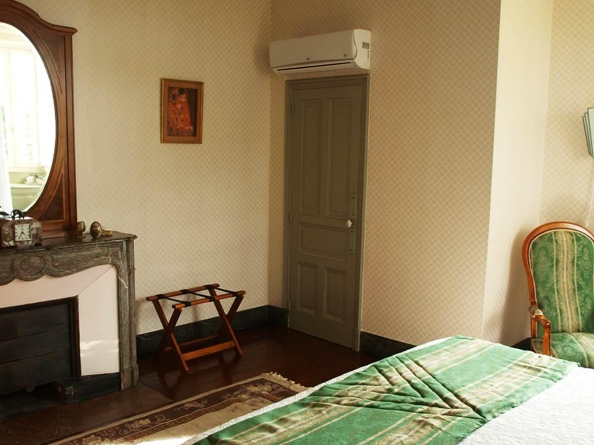 Chambre Marronnier, clim et toilet
