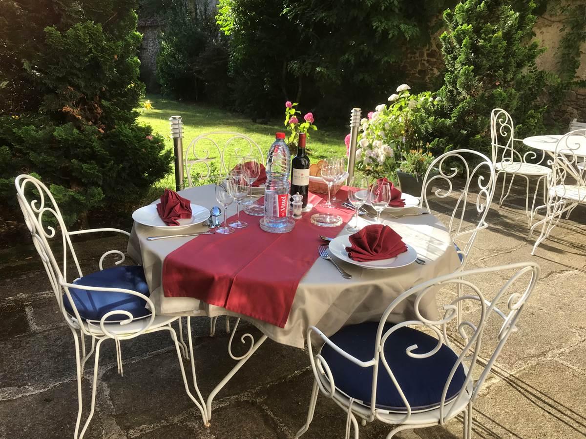 Le Jardin des Lys - La table d'Hôte au jardin