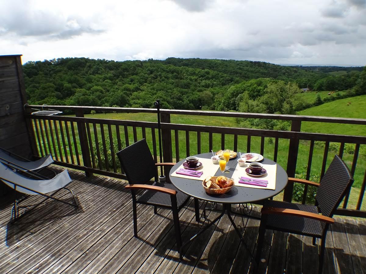 les instants voles spa privatif - Chambre Nougat, petit-déjeuner sur la terrasse