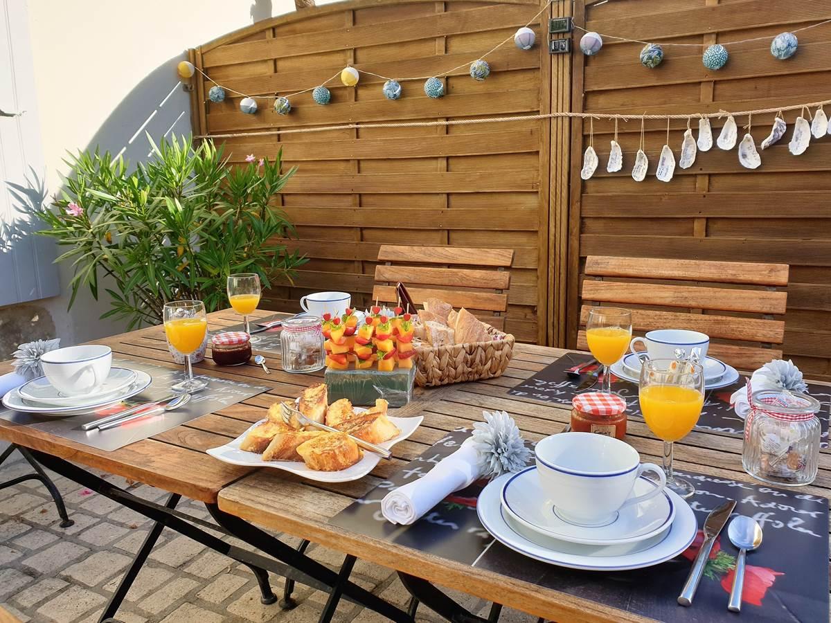 Petit Déjeuner à La Rochelle Lodge