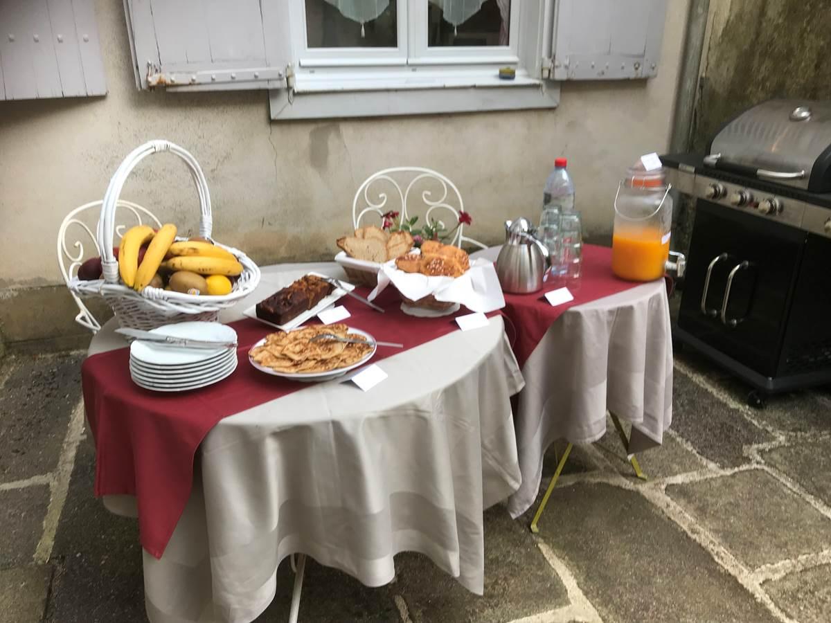 Le Jardin des Lys - Le petit-déjeuner au jardin