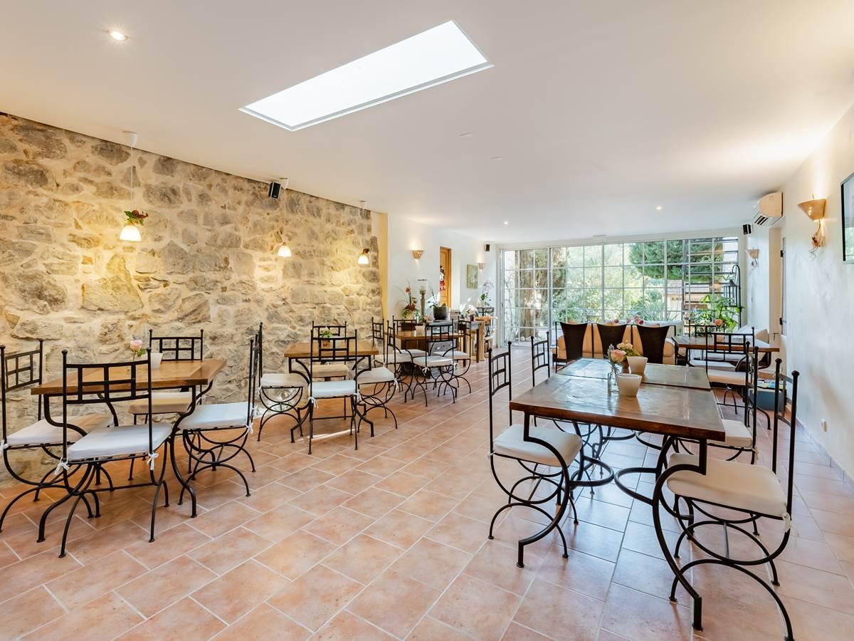 Salle petit déjeuner - La Bastide de Font-Clarette