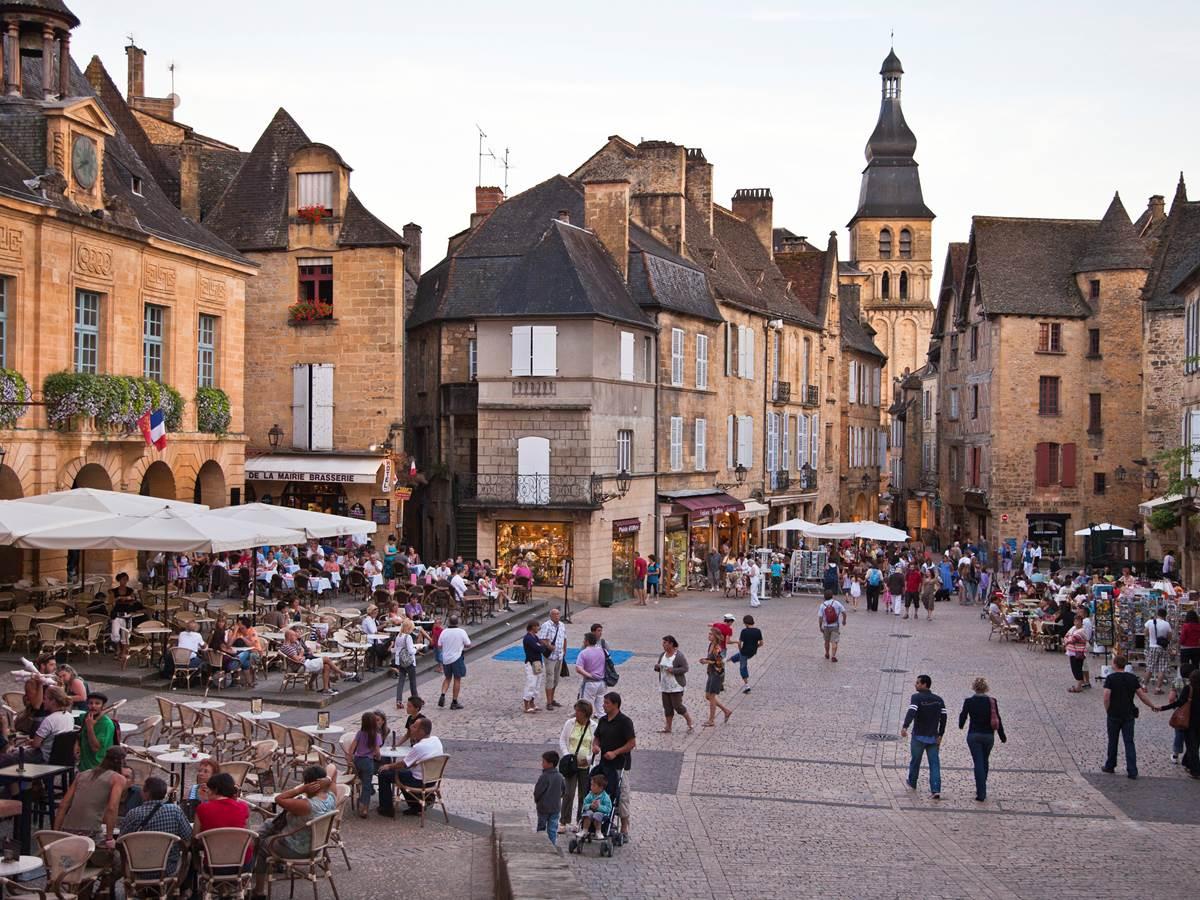 Place de la liberté, ses cafés, terrasses et restaurants