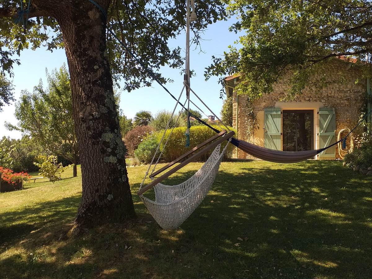 Le hamac à l'ombre des chênes