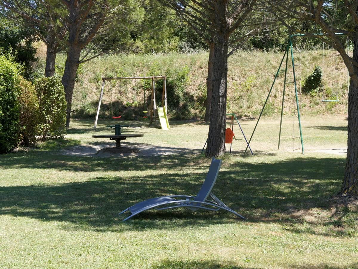 Aire de jeux résidence les peupliers loriot du comtat