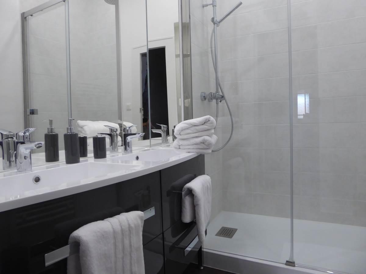 Suite des baldaquins, la salle d'eau