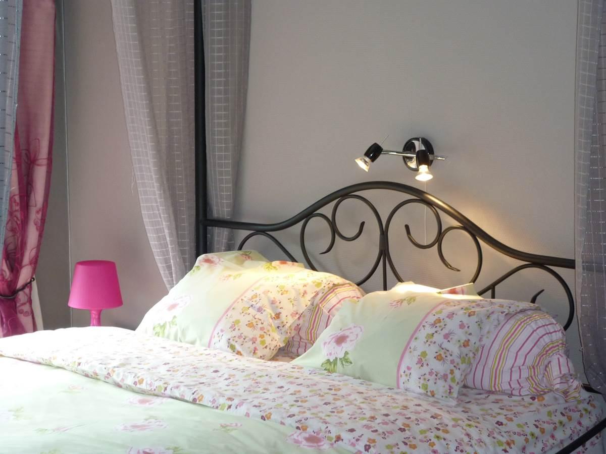 Le lit double à baldaquin fera le bonheur des princesses