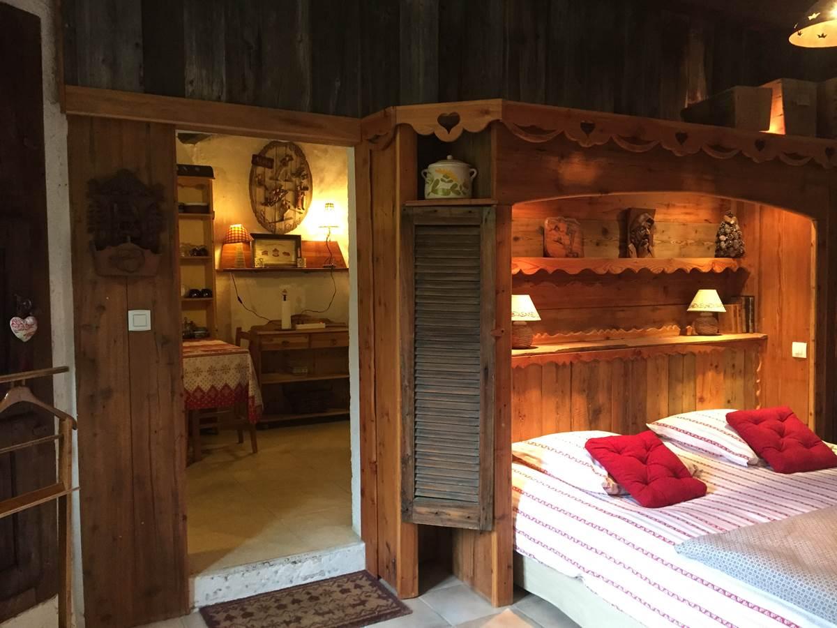 Suite ALPAGES avec son espace repas séparé de la chambre