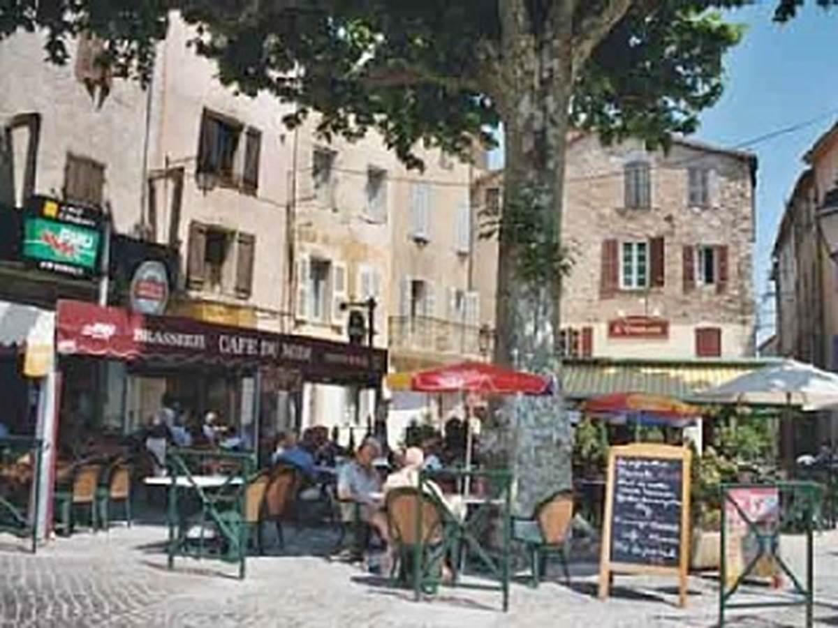 Flayosc, village perché café du village convivialité