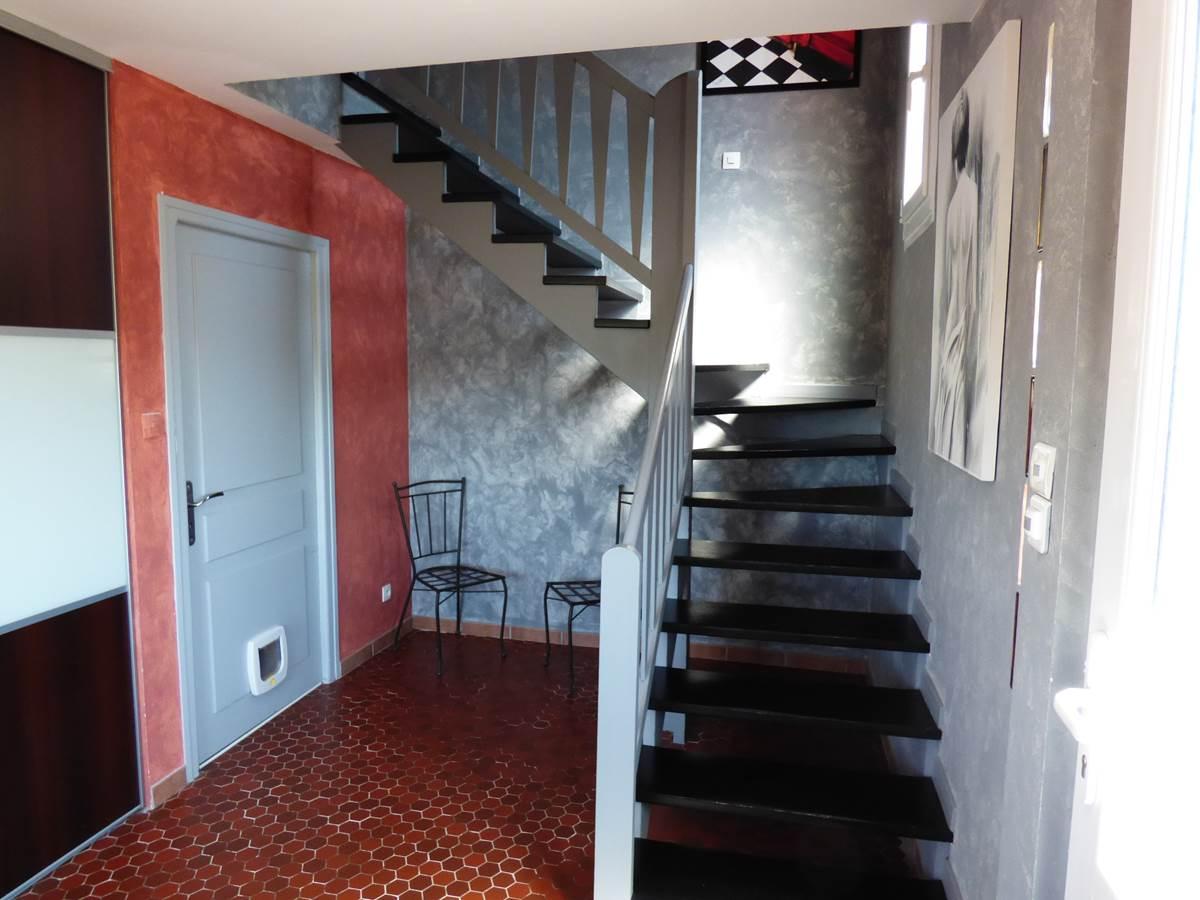 Vue entrée maison Chambres d'Hôtes La Colline aux Yeux Doubs
