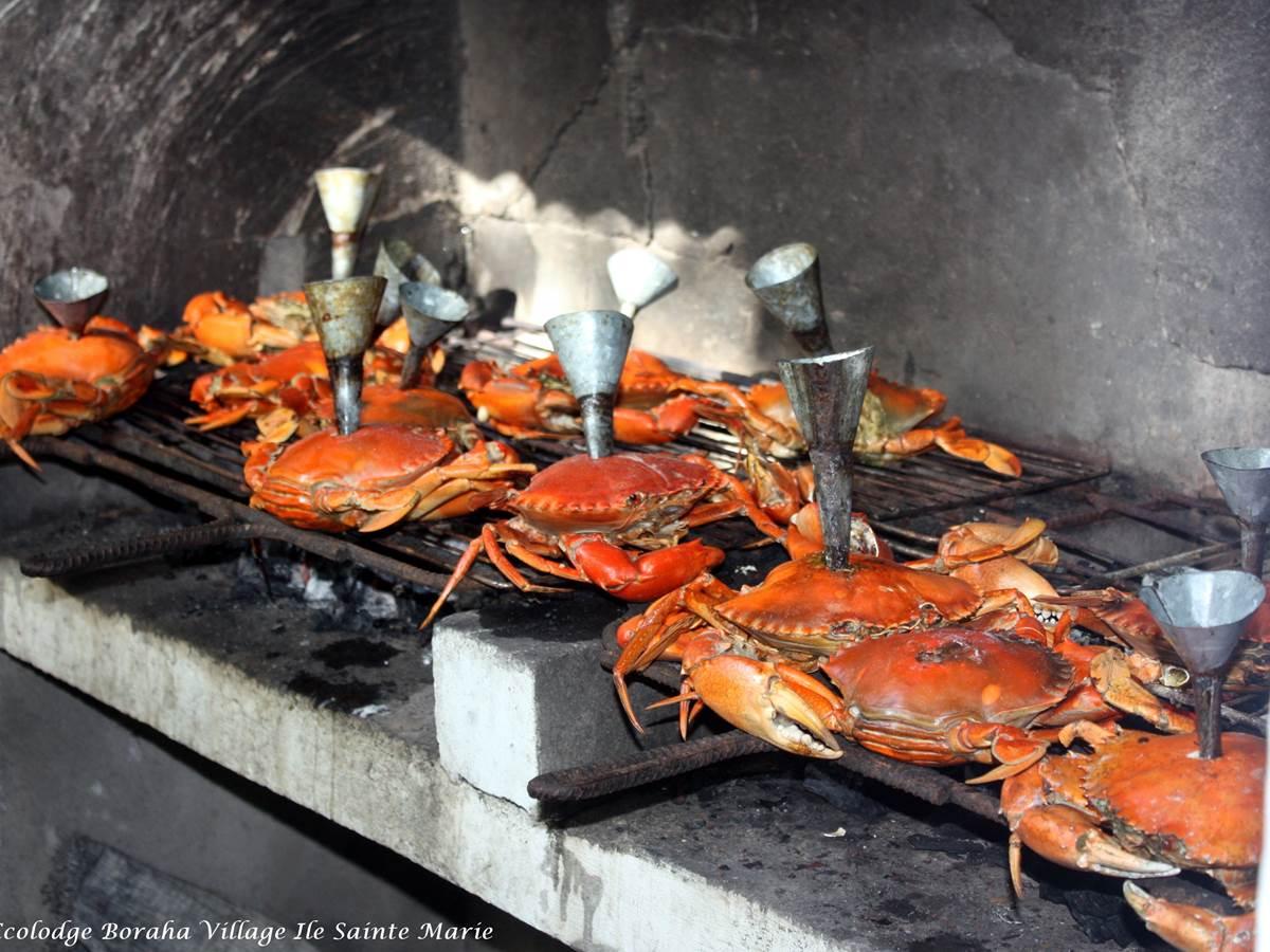 Cuisson Crabe à l'Entonnoir Boraha Village Ile Ste Marie Madagascar