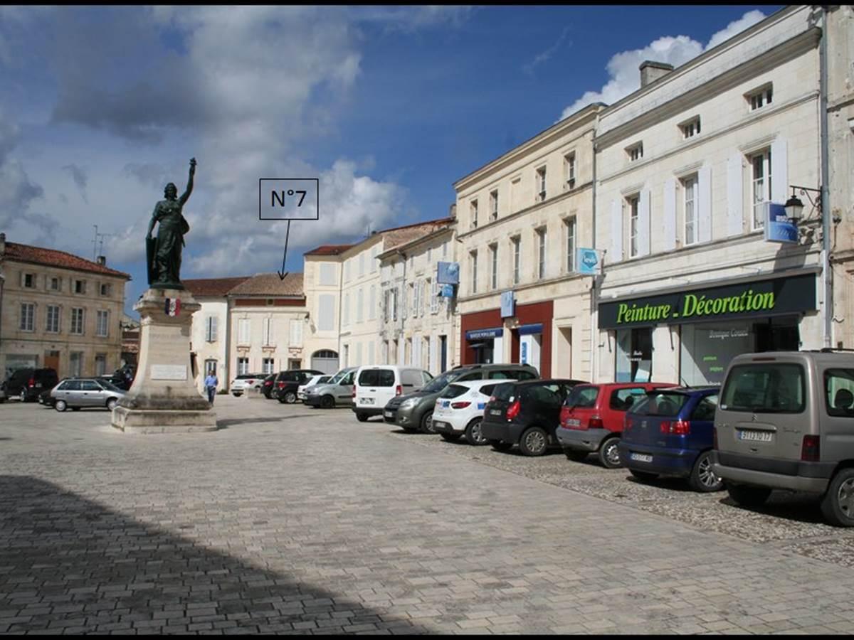 Place de la République, quartier historique de Jonzac