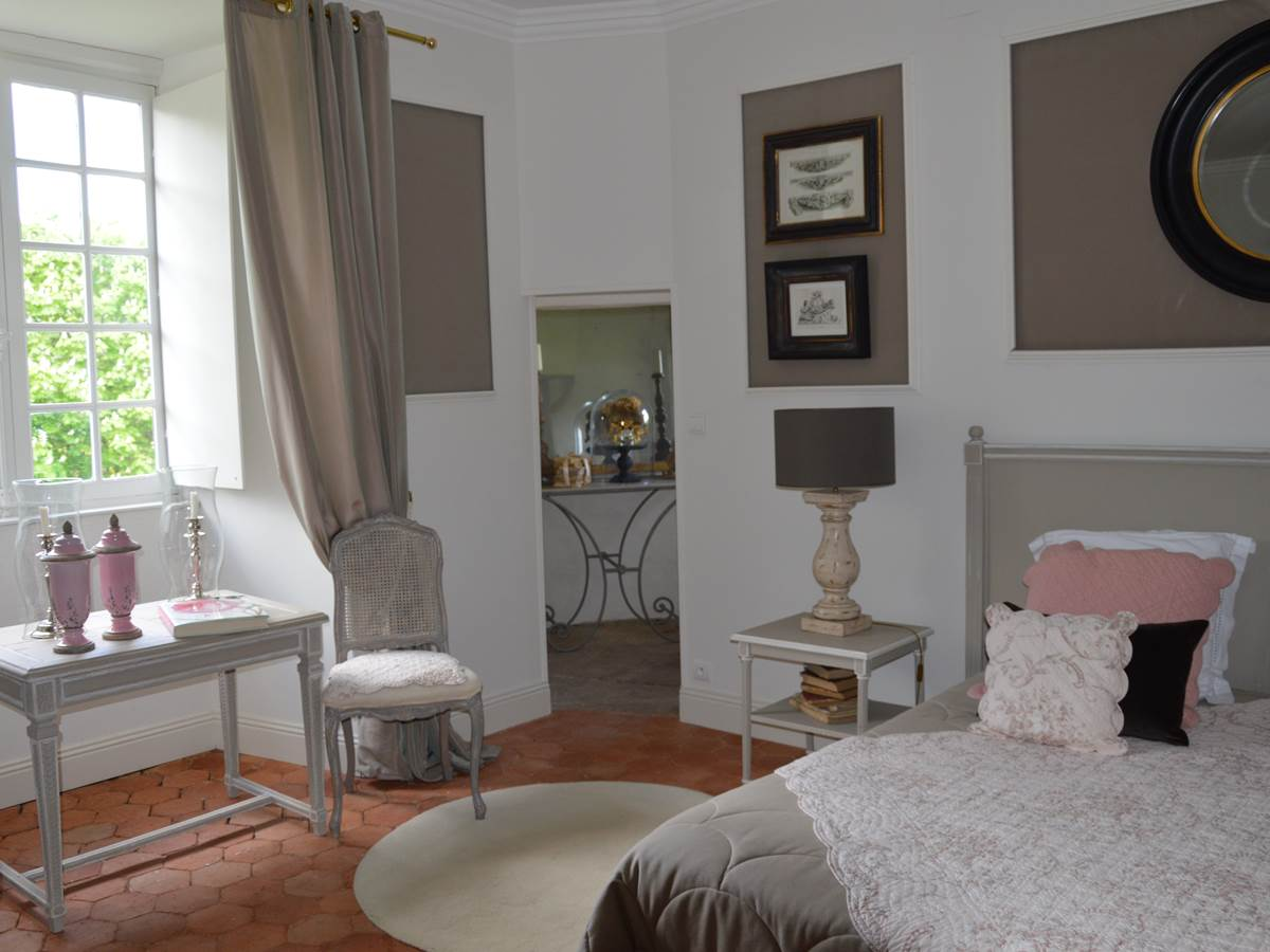 chambre rose corrèze tourisme chateau