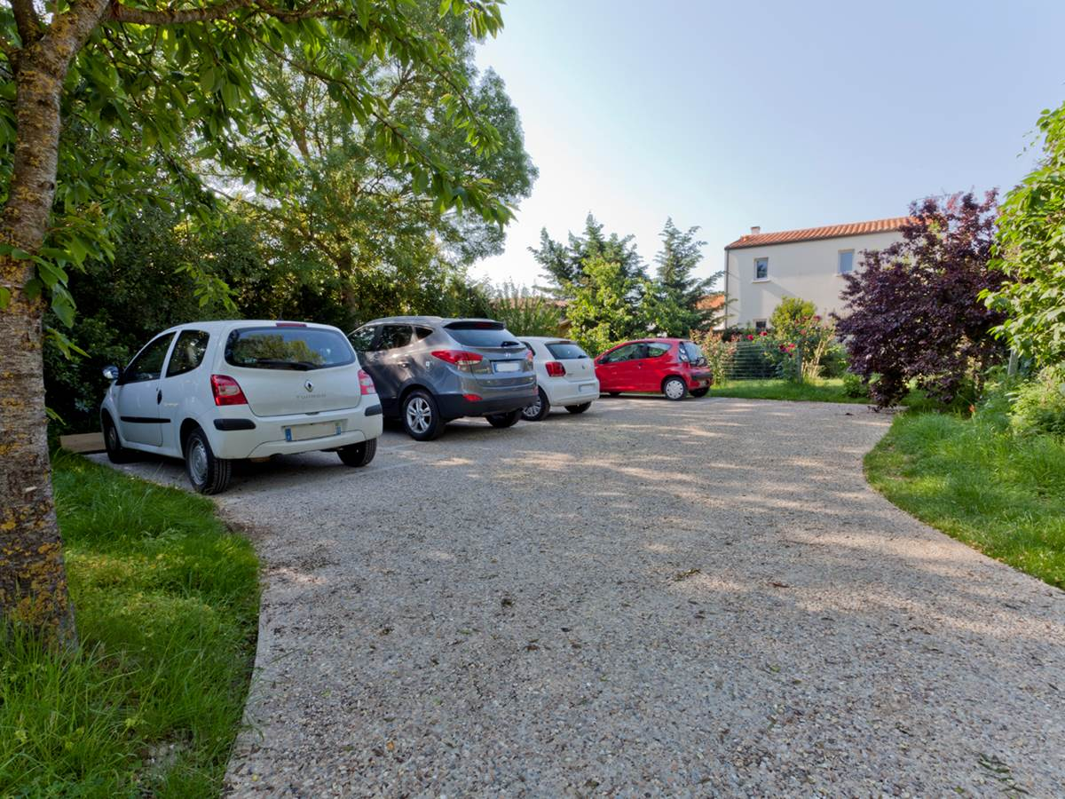 Parking privatif de la maison d'hôtes La Rochelle Lodge