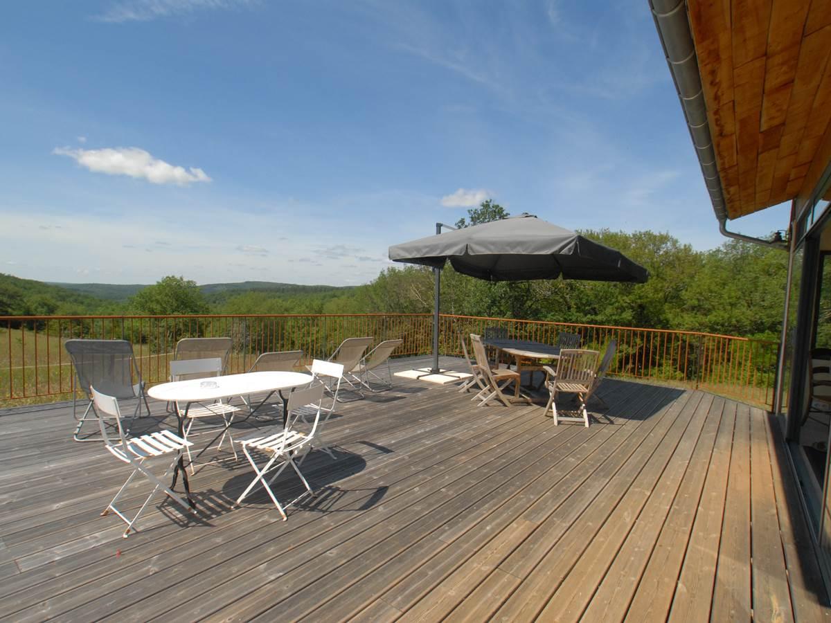 La terrasse avec vue sur la vallée du Lot