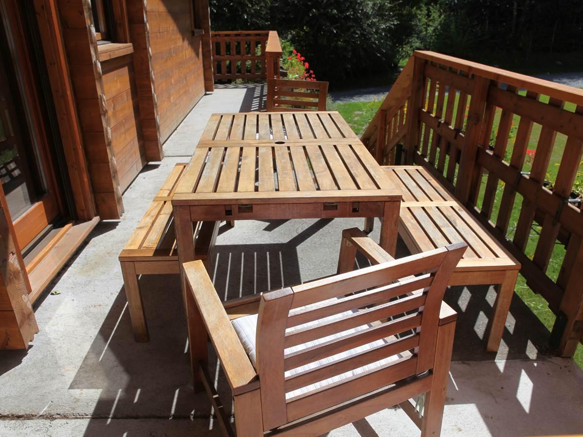 Terrasse et balcon au Sud face au jardin et au bois