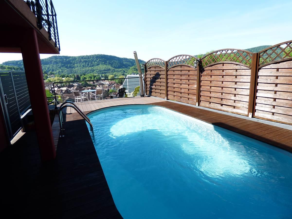 Vue piscine Chambres d'Hôtes La Colline aux Yeux Doubs