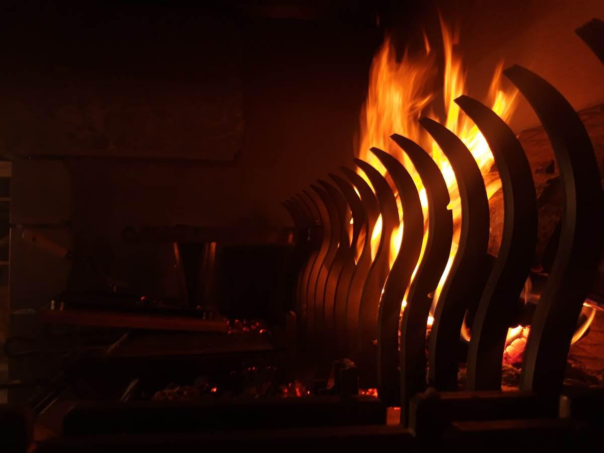 Cheminée béarnaise et cuisine au feu.