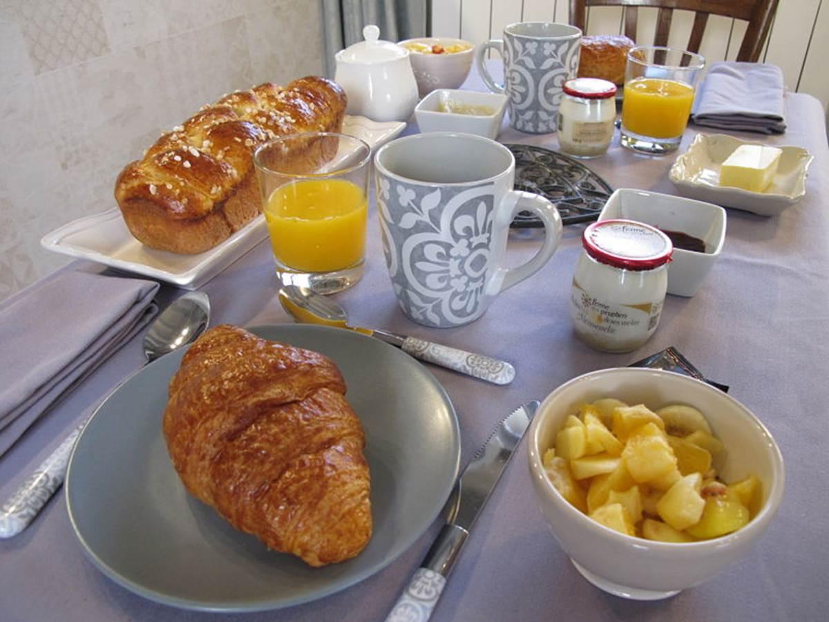 petit-déjeuner Maisonnette Aux3nidsfleuris
