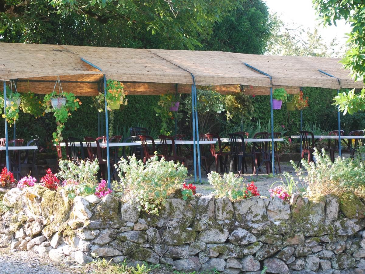 pergola au jardin Le Ranch des Lacs au coeur du Limousin