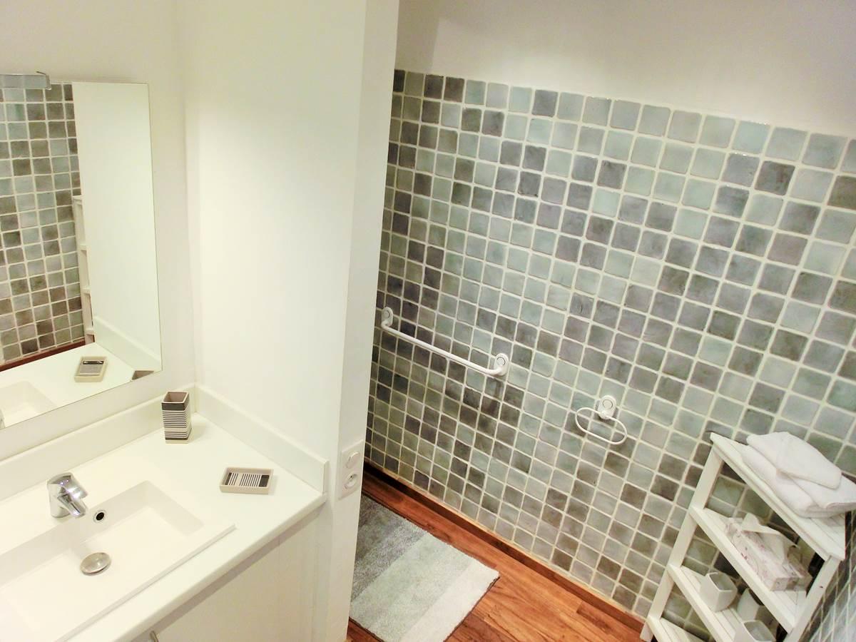 Salle de bain chambre double Capélan en rez de jardin à Bandol dans le Var