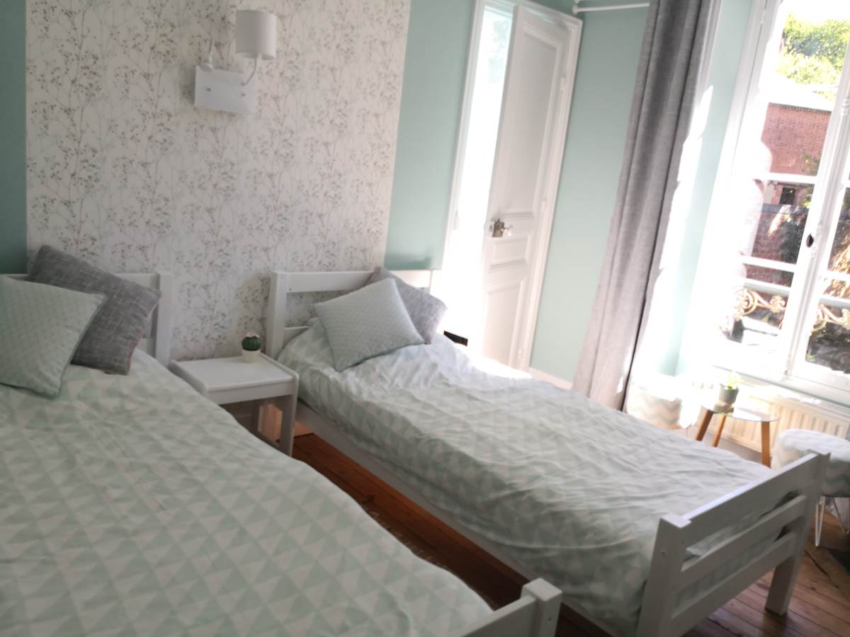 Maison Courbarien - chambre Jade avec 2 lits simples