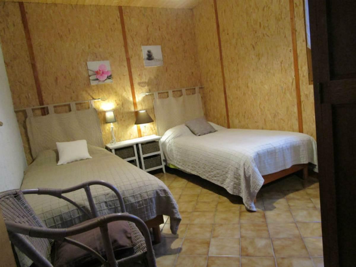 Gîte Les rosiers, chambre 2 lits 1 personne