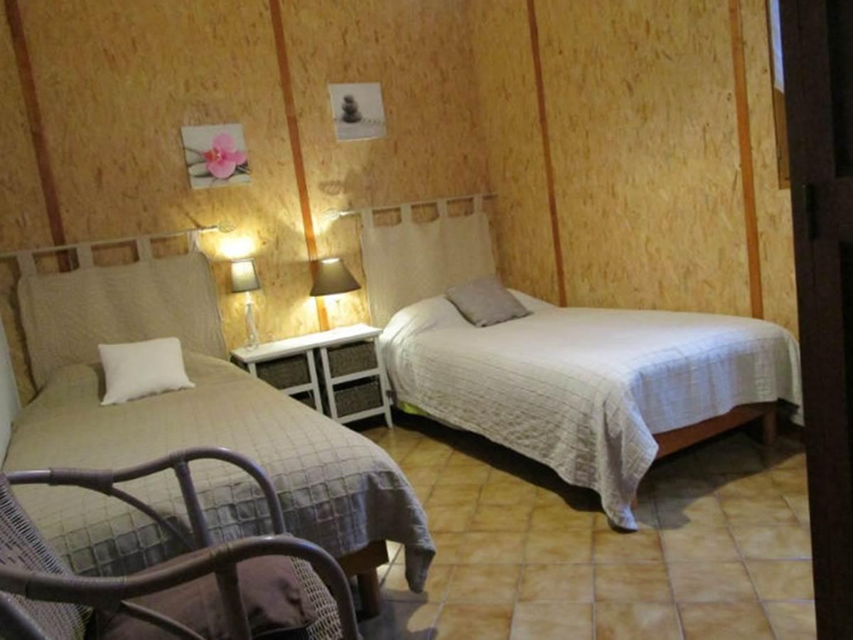Gîte Les Rosiers, chambre 2 lits simple, Arnac la Poste en Haute-Vienne, Nouvelle-Aquitaine