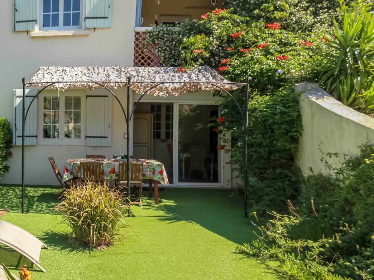 Terrasse gîte Plein sud Mas St Ange Camargue