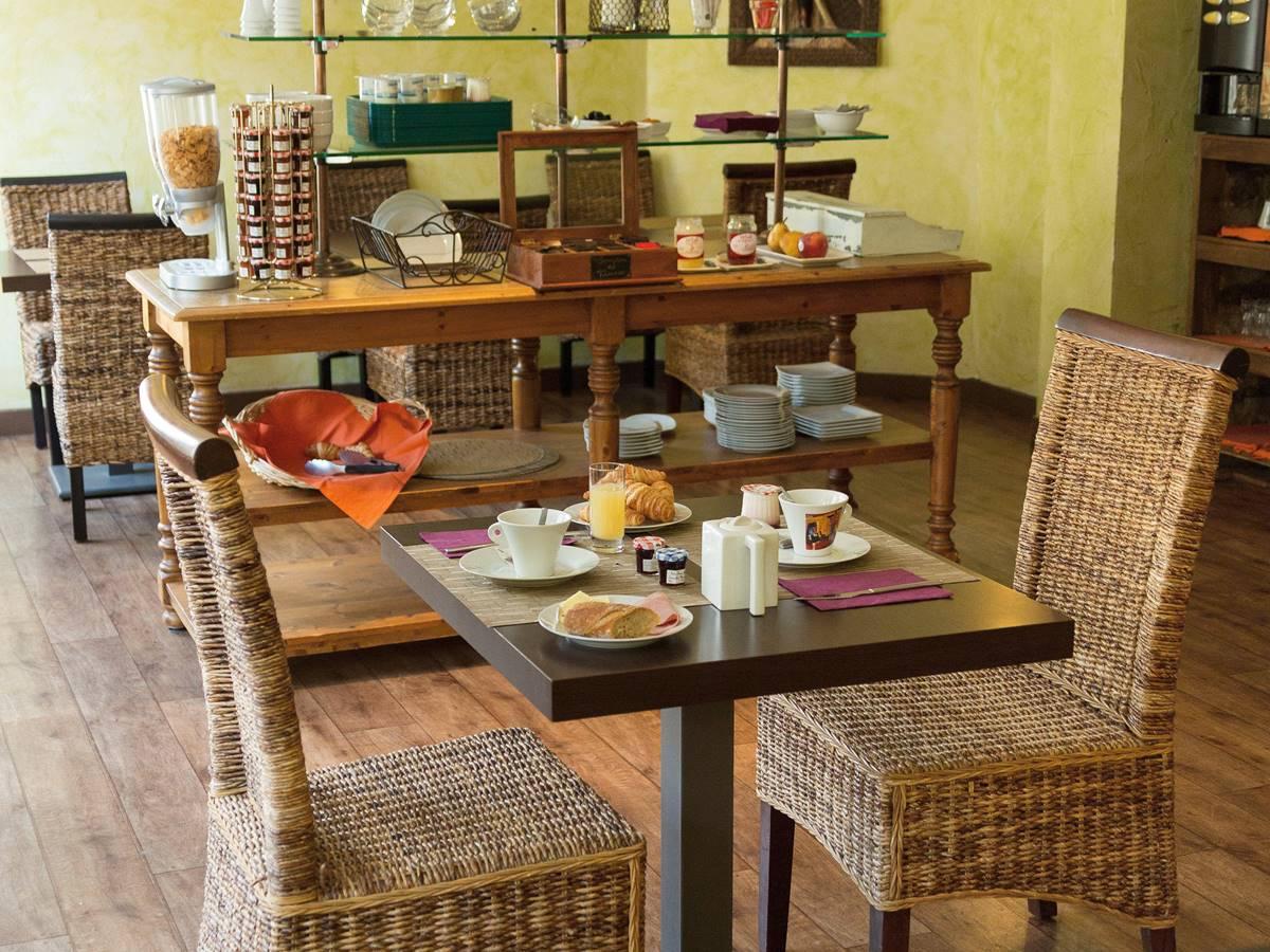 Salle de petit déjeuner Relais de Vellinus Hôtel Beaulieu sur Dordogne