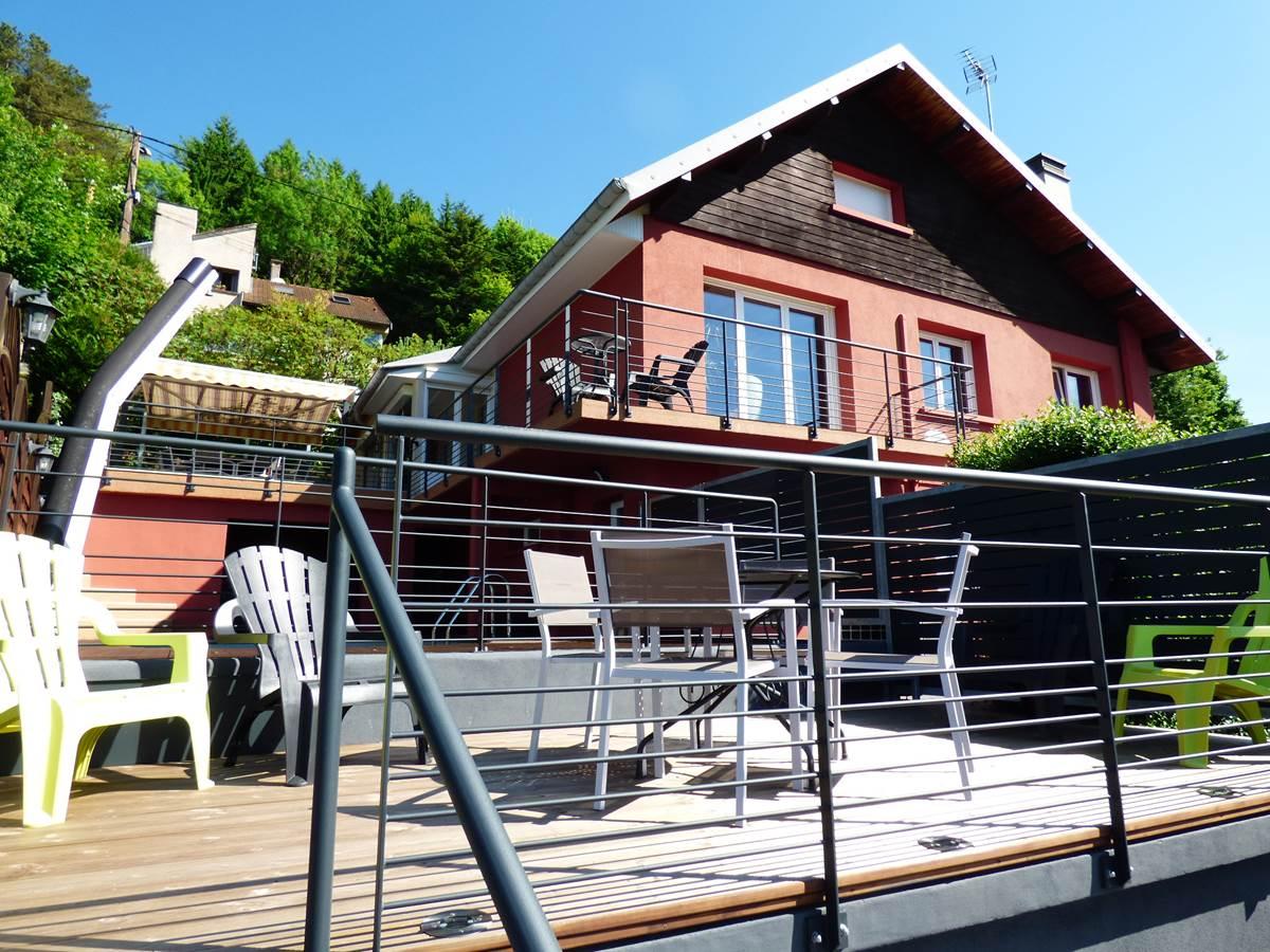 Vue petite terrasse maison 2 Chambres d'Hôtes La Colline aux Yeux Doubs