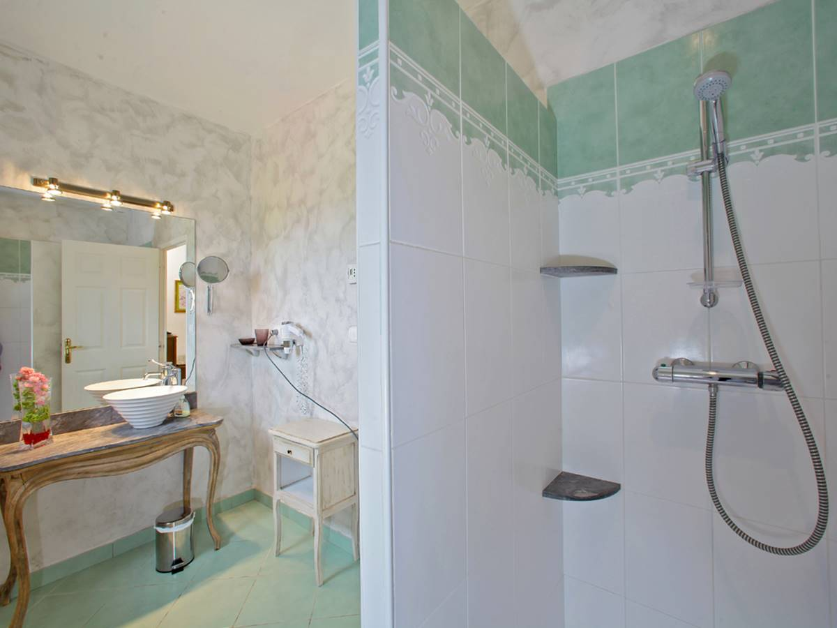Salle d'eau de la chambre Beynac en Périgord noir