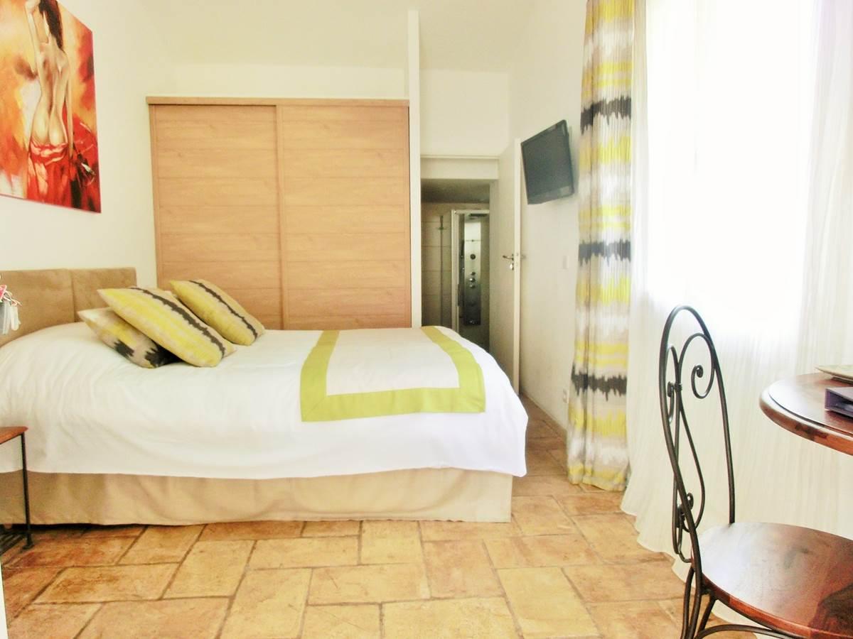 Chambre double Portissol en rez de jardin aperçu mer à Bandol dans le Var